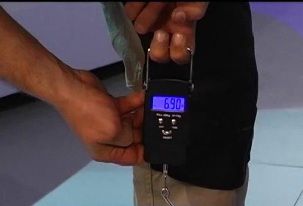 показания весов на краю